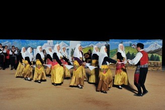 Συμμετοχή του τμήματος παραδοσιακών χορών στο διήμερο Θεσσαλικών Σωματείων, στο Θέατρο Πέτρας.