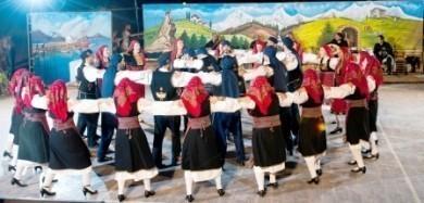 Εκδήλωση με παραδοσιακούς Βενεζουελάνικους χορούς στο Δημοτικό Κλειστό Γυμναστήριο Νίκος Παξιμαδάς.