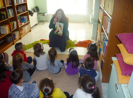 Εικόνα από την επίσκεψη των παιδικών σταθμών στην βιβλιοθήκη