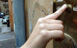 ΠΡΟΣΟΧΗ! Επιτήδειοι επικαλούνται τον κορωνοϊό για να ληστέψουν σπίτια.