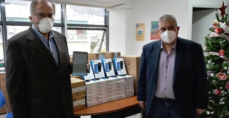 Ο Δήμος Πετρούπολης παρέλαβε τα τάμπλετ για τις ανάγκες της τηλεκπαίδευσης