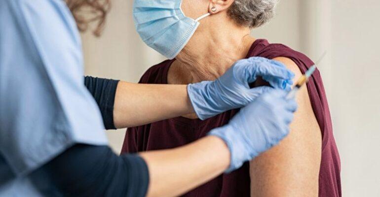 Προγραμματισμός για εμβολιασμό κατ' οίκον σε πολίτες του Δήμου Πετρούπολης